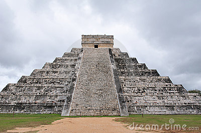 Mayan temple of chichen itza 2