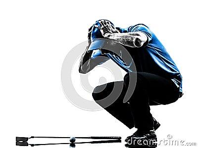 Mężczyzna golfista grać w golfa głowę w handssilhouette