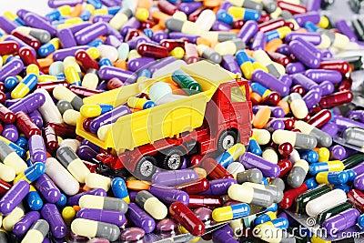 Médecine transportée par jouet de camion à benne basculante