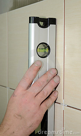 Measuring tiles level