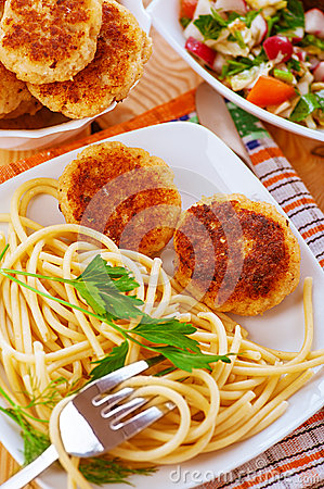 Meat patties and pasta