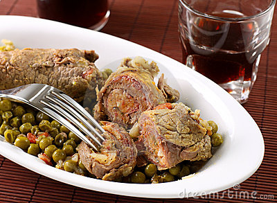 Meat rolls with peas