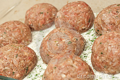 Meatballs ready to be cooked