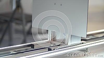 Mecanismo de la fabricación en la planta de la protuberancia - industria de la maquinaria de la química almacen de metraje de vídeo