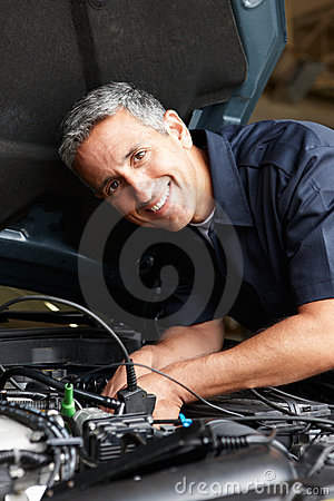 Free Mechanic At Work Royalty Free Stock Photography - 21042017