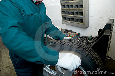 Mechanic and tire
