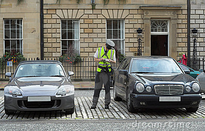 Medfölja fine som får trafikvakt för mandatparkeringsjobbanvisning