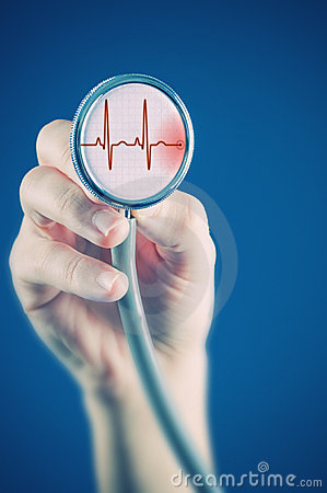 Medico con lo stetoscopio