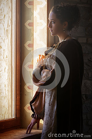 Free Medieval Woman Royalty Free Stock Image - 37912746