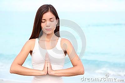 Meditación de la mujer de la yoga