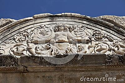 Medusadetail von Hadrians Tempel, Ephesus, die Türkei