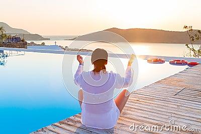 Medytacja przy wschodem słońca