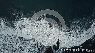 Meerblick auf den schwarzen Sandstrand, die Kanarischen Inseln, Teneriffa, Spanien stock footage