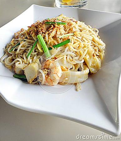 亚洲食物油煎的膳食mein面条