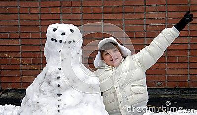 Meisje en sneeuwman