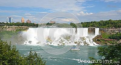 Meisje van de Mist bij Amerikaanse Dalingen, Niagara-Dalingen Redactionele Afbeelding