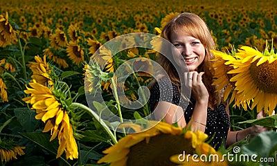 Meisje in zonnebloemen
