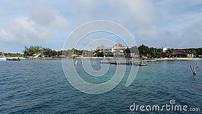 MEKSYK - ISLA MUJERES, DEC 22: Widok na Isla Mujeres, Meksyk Względna odległość wyspy od Kuby zbiory