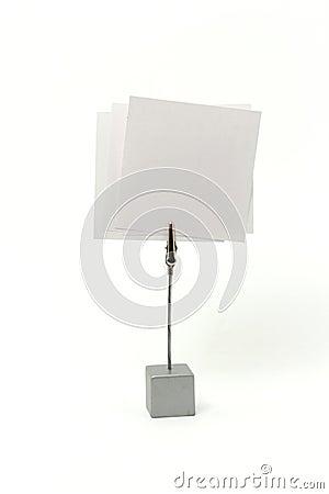 Meldunghalterung mit einem Papier