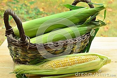 Melocotones y maíz poner crema