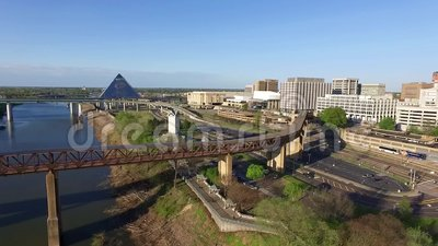MEMPHIS, TENNESSEE - APRIL 11, 2016: Spinning around with Memphis cityscape. Pyramid, Mississippi river and Hernando de Soto Bridg. Spinning around with Memphis stock footage