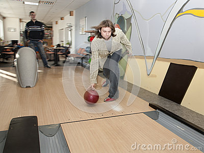 Men by bowling