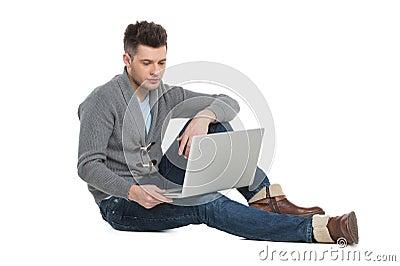 Men surfing web.