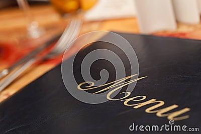 Menü u. Tischbesteck auf einer Gaststätte-Tabelle