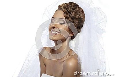 Menina agradável com véu