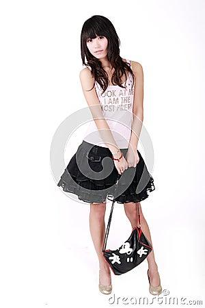Menina asiática com bolsa