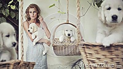 Menina bonita com filhotes de cachorro