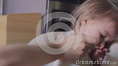 A menina bonito com ` sujo t do doesn da cara quer comer filme