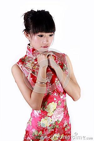Menina chinesa no vestido tradicional