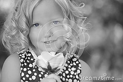 Menina com olhos azuis.