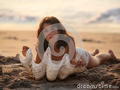 Menina com seashell