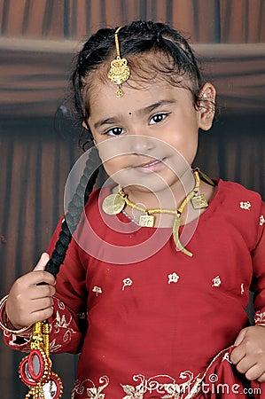 Menina pequena do punjabi