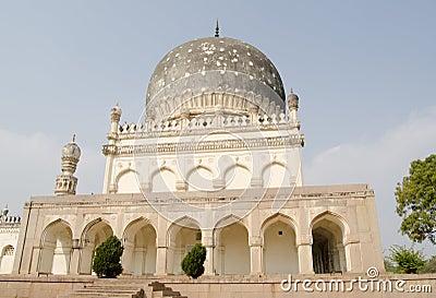 Graf van de Begum van Hayat Bakshi