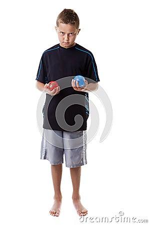 Menino com balões de água