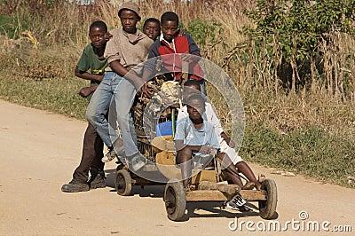 Meninos africanos Foto Editorial