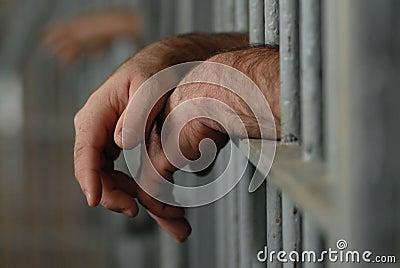 Mens in gevangenis of gevangenis