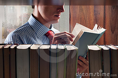 Mensen die een boek lezen