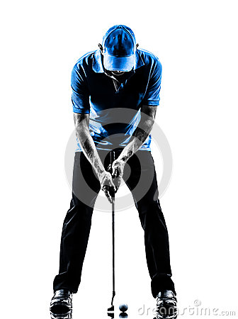 Mensengolfspeler die zettend silhouet golfing
