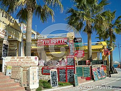 Menyrestaurangen undertecknar den spain turisten Redaktionell Foto