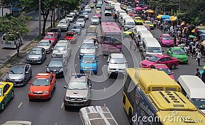 Mercado apretado calle muy transitada Bangkok Foto de archivo editorial