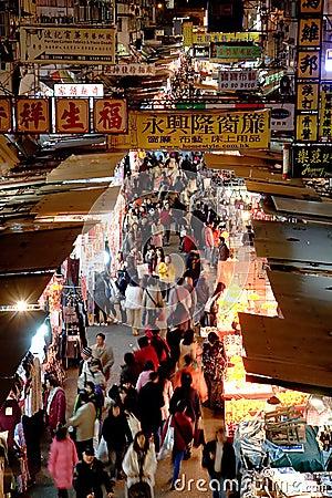 Mercado de calle famoso en Mong Kok, Hong-Kong Foto de archivo editorial
