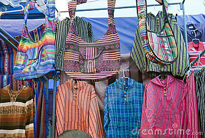 Mercado indígena colorido de Otavalo