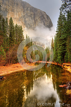 Free Merced River Yosemite Valley Royalty Free Stock Images - 48039869