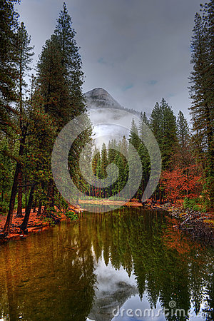 Free Merced River Yosemite Valley Royalty Free Stock Photography - 48119007