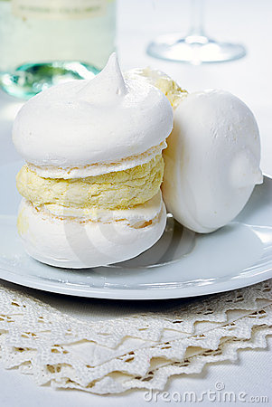 Meringues with cream