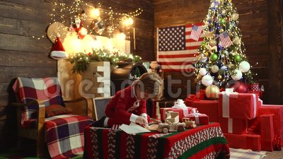 Christmas Celebration In America.Merry Christmas And Happy New Year In America Usa Christmas Celebration Holiday American Kid Enjoy The Holiday